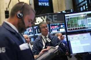 Wall Street termine en baisse, plombée par des perspectives maussades